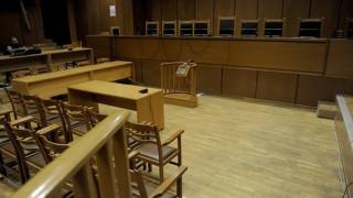 Πατέρας και γιος έταζαν διορισμούς στο Δημόσιο και τιμωρήθηκαν