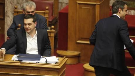 Μάχη στη Βουλή λίγο πριν το Eurogroup