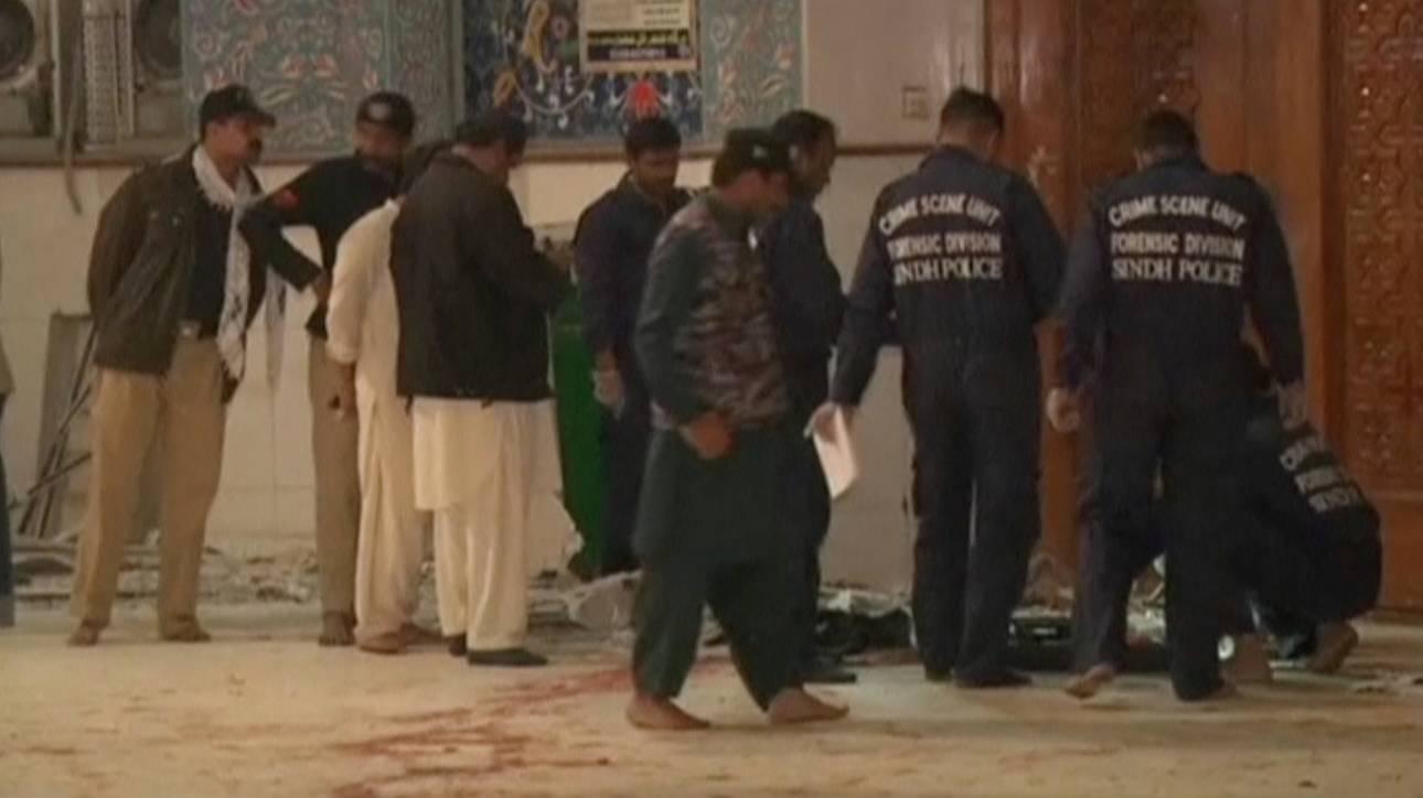 Πακιστάν: Δεκάδες νεκροί σε επιχειρήσεις μετά το νέο μακελειό σε τέμενος