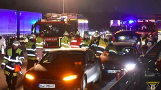 Απίστευτος αλτρουϊσμός: οδηγός Tesla ακινητοποιεί αυτοκίνητο με αναίσθητο οδηγό