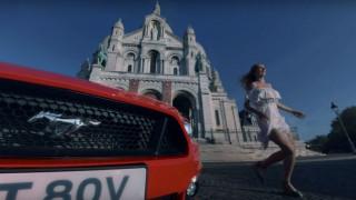 H Ford επαναλαμβάνει την κλασική ταινία μικρού μήκους «Ραντεβού» με μια Mustang GT