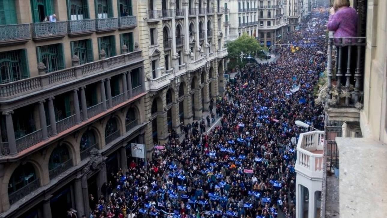 Βαρκελώνη: Πάνω από 300.000 διαδήλωσαν υπέρ της υποδοχής προσφύγων (pics)