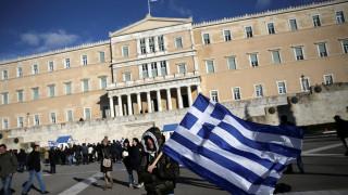 Guardian: Από το κακό στο χειρότερο η Ελλάδα