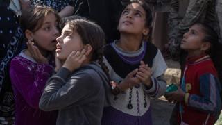 Μοσούλη: 350.000 παιδιά είναι εγκλωβισμένα εν μέσω βομβαρδισμών