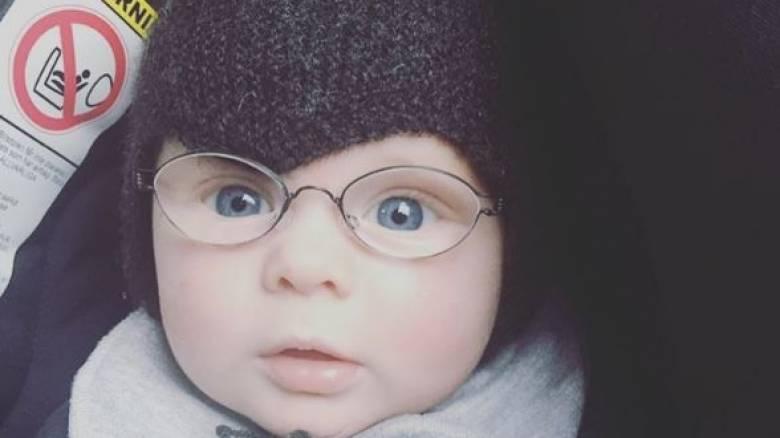 Μωρό φορά γυαλιά και βλέπει για πρώτη φορά καθαρά τη μητέρα του (pics)