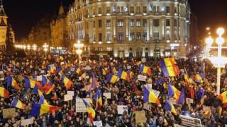 Χιλιάδες Ρουμάνοι ξανά στους δρόμους απαίτησαν παραίτηση της κυβέρνησης