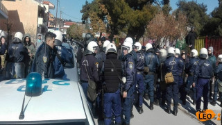 Ωραιόκαστρο: Ένταση έξω από σχολείο και διαμαρτυρία για τα προσφυγόπουλα (pic&vid)