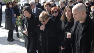 Συγγενείς και φίλοι είπαν το τελευταίο «αντίο» στον Δημήτρη Μυταρά (pics)