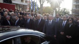 Θλίψη στην κηδεία του Ευάγγελου Μπασιάκου - Συντετριμμένοι οι βουλευτές (pics)