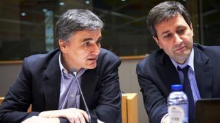 Άτακτη υποχώρηση στo Eurogroup χωρίς κανένα αντάλλαγμα