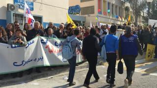 Με χειροκροτήματα η υποδοχή των προσφυγόπουλων στο Περιστέρι