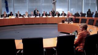 Το δεξί χέρι της Μέρκελ απειλεί την Ελλάδα με διακοπή της χρηματοδότησης