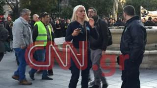 Η εντυπωσιακή αστυνομικός που τρέλανε… την πλατεία Συντάγματος (pics)