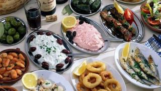 Καθαρά Δευτέρα: Φθηνότερο από πέρυσι το Σαρακοστιανό τραπέζι