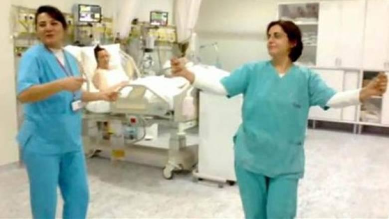 Τουρκία: Γιατροί και νοσηλευτές χόρευαν τον «χορό της κοιλιάς» μέσα στην εντατική (Vid)