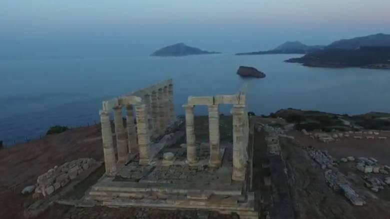 Η ανατολή του ηλίου από τον μαγευτικό Ναό του Ποσειδώνα στο Σούνιο (Vid)