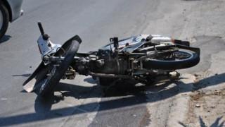 Χανιά: Απίστευτη πρόσκρουση μηχανής – Ο οδηγός εγκλωβίστηκε στην μπάρα