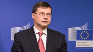 Άμεση επίλυση του ελληνικού ζητήματος «βλέπει» ο Ντομπρόβσκις