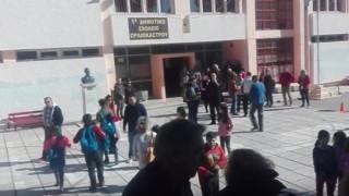 Ωραιόκαστρο:Δάσκαλοι συμπαραστέκονται στα  προσφυγόπουλα (vid)