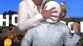 Τον «κέρασε» τούρτα on air (Vid)