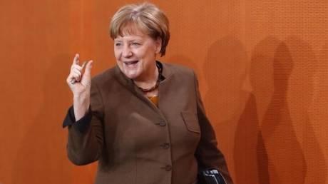 Η Μέρκελ δεσμεύτηκε για αύξηση των αμυντικών δαπανών της Γερμανίας