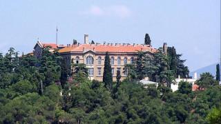 Γιατί η Αρχιεπισκοπή Κύπρου έδωσε 100.000 ευρώ στη Θεολογική Σχολή της Χάλκης