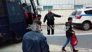Στα κρατητήρια οι δύο διακινητές που μετέφεραν 55 μετανάστες στα Χανιά
