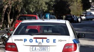 Συνελήφθη άντρας που έκρυβε στην αποθήκη του ναρκωτικά, όπλα και κλεμμένες μηχανές