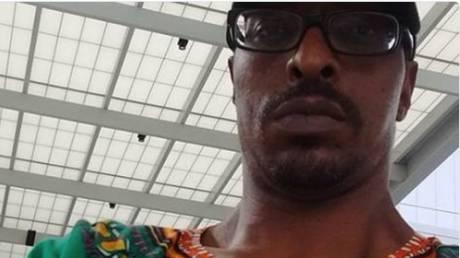 Ο γιος του Μοχάμεντ Άλι «κρατούμενος» κατά την επιστροφή του στις ΗΠΑ λόγω διατάγματος Τραμπ