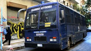 Eπιθέσεις με μολότοφ σε διμοιρίες των ΜΑΤ στα Εξάρχεια