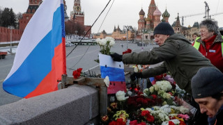 Στους δρόμους χιλιάδες Ρώσοι προς τιμήν του Μπόρις Νεμτσόφ (pics)