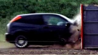 Υπάρχουν πιθανότητες επιβίωσης σε μια σύγκρουση αυτοκινήτου με σχεδόν 200 χλμ./ ώρα;