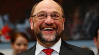 Προβάδισμα Σουλτς έναντι Μέρκελ σε διαδικτυακή δημοσκόπηση του Spiegel