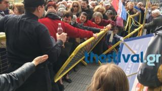 Καθαρά Δευτέρα: Κακός χαμός στη Θεσσαλονίκη για ένα πιάτο φασολάδα (vids)
