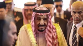 Λιμουζίνες κι ασανσέρ στις... αποσκευές του βασιλιά της Σαουδικής Αραβίας