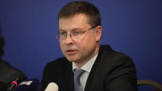 Β. Ντομπρόβσκις: Προς το συμφέρον όλων να κλείσει η αξιολόγηση
