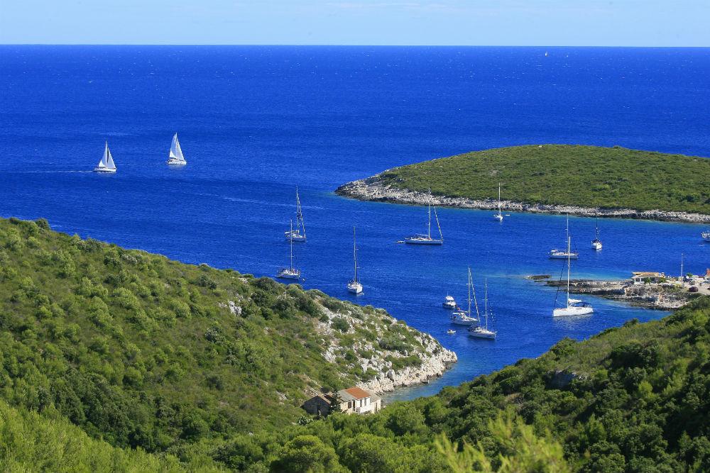 Croatia Vis sailing yachts small