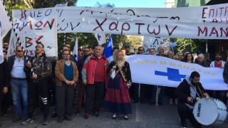Διαμαρτυρία αγροτών από τη Μάνη έξω από το Μαξίμου (pics&vid)