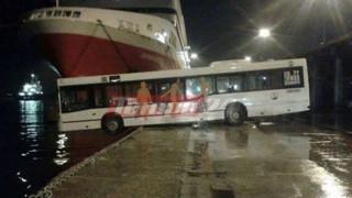Πάτρα: Λεωφορείο κινδύνεψε να πέσει στη θάλασσα (pic)
