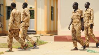 Ν. Σουδάν: Αλυσοδεμένοι στρατιώτες κατηγορούνται για ξυλοδαρμούς και βιασμούς (pics)