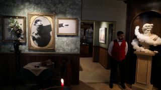 Έργα του ανατρεπτικού καλλιτέχνη Banksy σε ξενοδοχείο της Βηθλεέμ (pics&vid)