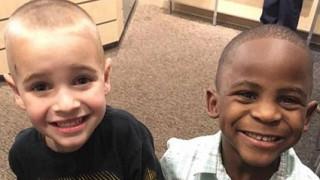Λευκό αγοράκι κουρεύτηκε όπως ο αφροαμερικανός κολλητός του για να μπερδέψει τη δασκάλα (pics)