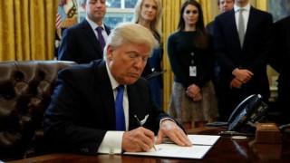 Ο Ντόναλντ Τραμπ υπογράφει νέο διάταγμα για τη μετανάστευση την Δευτέρα