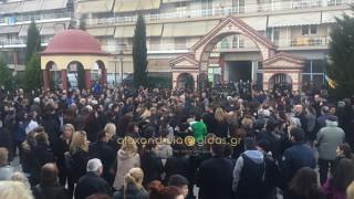 Ημαθία: Θρήνος στην κηδεία της 13χρονης που σκοτώθηκε σε τροχαίο