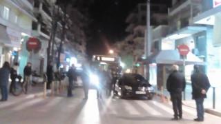 Θεσσαλονίκη: Πολίτες σήκωσαν παράνομα παρκαρισμένη Μερσεντές για να περάσει λεωφορείο (Vid)
