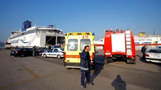 Σώος περισυνελέγη 50χρονος που έπεσε στο λιμάνι του Πειραιά
