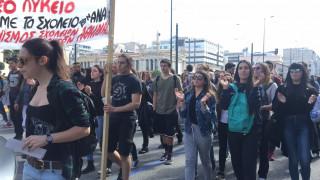 Σε εξέλιξη μαθητική πορεία στο κέντρο της Αθήνας (pics&vids)