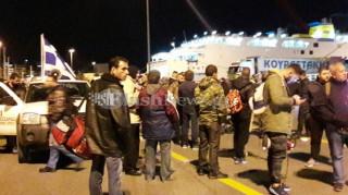 Ηράκλειο: Αναχώρησαν με τα πλοία της γραμμής οι αγρότες για την Αθήνα (pics)