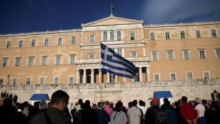 Μαζική φυγή των Ελλήνων: 450.000 μετανάστευσαν από το 2008