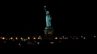 Το Άγαλμα της Ελευθερίας βυθίστηκε στο σκοτάδι (pics&vid)